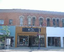 Front of 122 St. Paul Street in St. Catharines, still used for retail merchandising.; Photograph by Katie Hemsworth, 2007.