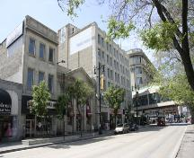 Contextual view, looking west, of the Bank of Montreal, Winnipeg, 2005. The bank is in the middle of the image.; Historic Resources Branch, Manitoba Culture, Heritage, Tourism and Sport , 2005