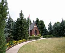 Contextual view, from the southwest, of Darlingford Memorial and Park, Darlingford, 2006; Historic Resources Branch, Manitoba Culture, Heritage, Tourism and Sport, 2006