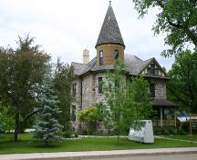 Contextual view, from the southwest, of the McConnell House, Morden, 2006; Historic Resources Branch, Manitoba Culture, Heritage, Tourism and Sport, 2006