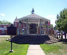 The bandstand in Cummington Square, 2005; Rashid Collection, Niagara Falls Public Library, 2005