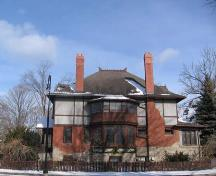 Centrally placed bay windows on the south elevation overlooking Victoria Park, 2007.; Lindsay Benjamin, 2007.