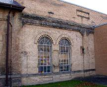 Right side of the front façade depicting large arch windows with multi-light transoms, 2002.; City of Brantford, Department of Planning, 2002.