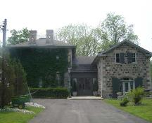 Featured is the country house (left) and the carriage house (right).; Kayla Jonas, 2007.