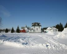 Context view, from the east, of the Dr. Hunter House, Teulon, 2005; Historic Resources Branch, Manitoba Culture, Heritage, Tourism and Sport, 2005