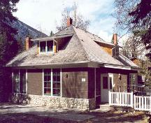 Tarry-a-while, Banff, Alberta. A Municipal Historic Resource.; Peter and Catharine Whyte Foundation, Edward J. Hart, 2003