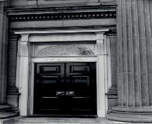 Detail view of the Old Toronto Post Office / Old Bank of Canada, showing one of four, engaged Ionic columns.; Agence Parcs Canada / Parks Canada Agency