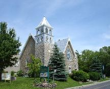 contextual view of Manotick United Church; RHI 2006
