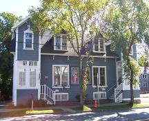 Front elevation, 90-92 Ochterloney Street, Dartmouth, NS, 2008; Heritage Division, NS Dept. of Tourism, Culture and Heritage, 2008