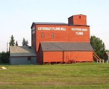 Exterior view of Esterhazy Flour Mill, 2008.; Government of Saskatchewan, Maureen Pedesen, 2008.