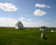 Contextual view, from the east, of Star Mound School, Snowflake area, 2006; Historic Resources Branch, Manitoba Culture, Heritage, Tourism and Sport, 2006