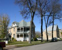 Contextual view, from the southeast, of the McCowan House, Portage la Prairie, 2007; Historic Resources Branch, Manitoba Culture, Heritage, Tourism and Sport, 2007