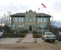 View of main elevation of Gimli Public School, Gimli, 2005; Historic Resources Branch, Manitoba Culture, Heritage, Tourism and Sport, 2005