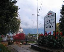 Rear view of the Kingston Dry Dock, showing the location facing the St. Lawrence River, on the Kingston waterfront, 2008.; Agence Parcs Canada / Parks Canada Agency, David Henderson, 2008.
