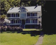 View of the Joly de Lotbinière Estate, showing the the wooden main house, 2002.; Agence Parcs Canada / Parks Canada Agency, 2002.