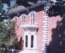 View of the west side of Wilfrid Laurier House, 1999.; Agence Parcs Canada / Parks Canada Agency, N. Clerk, 1999.