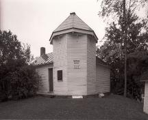 General view of the William Brydone Jack Observatory, showing its simple functional design consisting of a short octagonal tower topped with a conical roof, 1992.; Agence Parcs Canada / Parks Canada Agency, 1992.