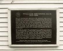 View of the plaque text outside the William Brydone Jack Observatory, Fredericton New Brunswick, 1992.; Agence Parcs Canada / Parks Canada Agency, 1992.