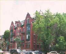 Queen Anne style apartment block in Montréal; Parks Canada / Parcs Canada 1992, HRS 319