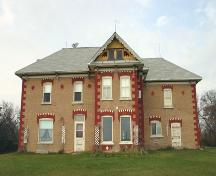 Primary elevations, from the south, of the Shaver House, Killarney area, 2005; Historic Resources Branch, Manitoba Culture, Heritage, Tourism and Sport, 2005