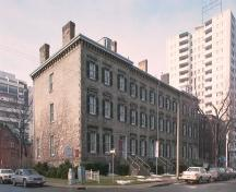 General view of Sandyford Place National Historic Site of Canada, showing its location at the corner of Duke and MacNab streets.; Parks Canada Agency / Agence Parcs Canada