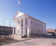 View of Napanee Town Hall, showing its stately Greek revival style, evident in its overall form and proportions, 1995.; Agence Parcs Canada / Parks Canada Agency, 1995.