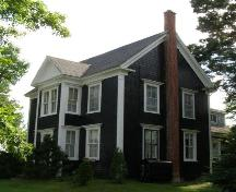 Front (east) elevation with profile of the north elevation, Lincoln Meister House, New Ross, Nova Scotia, 2008.; Heritage Division, Nova Scotia Department of Tourism, Culture and Heritage, 2008