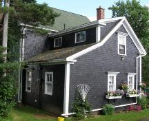 Rear (west) elevation, Lincoln Meister House, New Ross, Nova Scotia, 2008.; Heritage Division, Nova Scotia Department of Tourism, Culture and Heritage, 2008