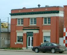 Front view of Wadena Glass & Mye Signs in Wadena, 2008.; Winkel, 2008.