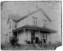 Exterior view of the Abercrombie House, with the Abercrombie family on the front porch, c.1900; Richmond Archives Photograph No. 1987 21.