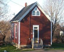 Front and west sides of the Little Red Schoolhouse, Amherst, NS, 2009.; Heritage Division, NS Dept of Tourism, Culture and Heritage, 2009