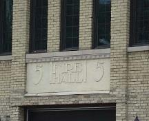 "Featured is the engraving ""Fire Hall 5"" above the former vehicle door on the façade.; Martina Braunstein, 2007."