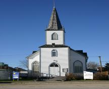 View, from the east, of the primary elevation of Gimli Unitarian Church, Gimli, 2005; Historic Resources Branch, Manitoba Culture, Heritage, Tourism and Sport, 2005