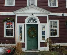 Front entrance, Adams-Ritchie House, Annapolis Royal, Nova Scotia, 2005. ; Heritage Division, NS Dept. of Tourism, Culture and Heritage, 2005.