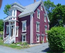 Smith House, Old Town Lunenburg, south and west façades, 2004; Heritage Division, Nova Scotia Department of Tourism, Culture and Heritage, 2004