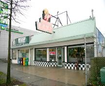 Exterior view of Goodmanson Building with Round Up Cafe neon sign, 2007; City of Surrey, 2007