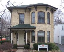 Façade of the Italianate Kuntz-Eckert House, 2007.; Lindsay Benjamin, 2007.