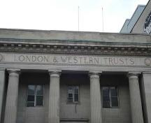 "Featured is the inscription ""London and Western Trusts"" in the architrave.; Martina Braunstein, 2007."