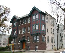 Contextual view, from the northeast, of the Thelma Apartments, Winnipeg, 2007; Historic Resources Branch, Manitoba Culture, Heritage, Tourism and Sport, 2007