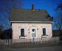 Front elevation, 38 School Street, Mahone Bay, NS, 2009.; Heritage Division, NS Dept. of Tourism, Culture and Heritage, 2009