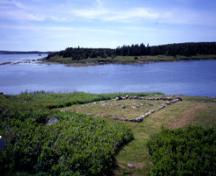 View of Grassy Island Fort, showing the remains of a building, 2001.; Parks Canada Agency / Agence Parcs Canada, P. Kell, 2001.