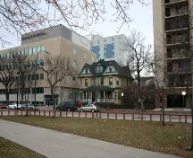 Contextual view, from the northeast, of the Edmonton Street Duplex, Winnipeg, 2006; Historic Resources Branch, Manitoba Culture, Heritage, Tourism and Sport, 2006
