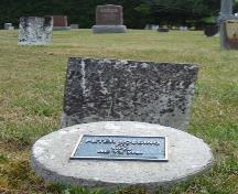 Featured is the grave marker of Peter Lossing, typical of the marble tablets marking Quaker burials.; Martina Braunstein, 2007.