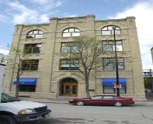 Primary elevation, from the south, of the Marshall-Wells Building, Winnipeg, 2006; Historic Resources Branch, Manitoba Culture, Heritage, Tourism and Sport, 2006