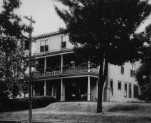 Historic photograph of what was then called the Fairview Hotel, Bridgewater, NS, circa 1930.; Courtesy of the DesBrisay Museum (ACC# 92.8.5), Bridgewater, NS