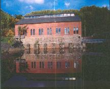 Side view of Building 1, showing its siting on the riverbank, 2001.; Parks Canada Agency/ Agence Parcs Canada, Jacques Pleau & Michel Pelletier, 2001