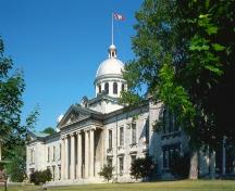 General view of the Frontenac County Court House, showing its exterior features, including classical detailing and composition, a bold portico, and a domed cupola, 2004.; Parks Canada Agency / Agence Parcs Canada, 2004