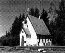 General view of St. Peter's Anglican Church, showing the rectangular massing with a gable-ended, pitched roof and a porch of smaller but similar form surmounted by a belfry, 1991.; Hay River Dene Band / Bande des Dénés de Hay River, 1991.