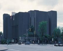 General view of the National Art Centre, 1989.; Agence Parcs Canada / Parks Canada Agency, W. Duford, 1989.