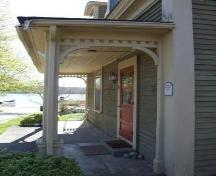 Front entrance, Rippin House, Shelburne, Nova Scotia, 2007. ; Heritage Division, NS Dept. of Tourism, Culture and Heritage, 2007